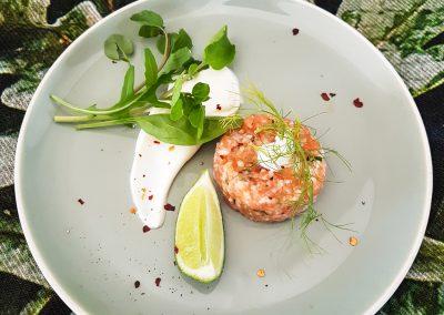 Lachsforellentartar mit Limetten Creme fraiche